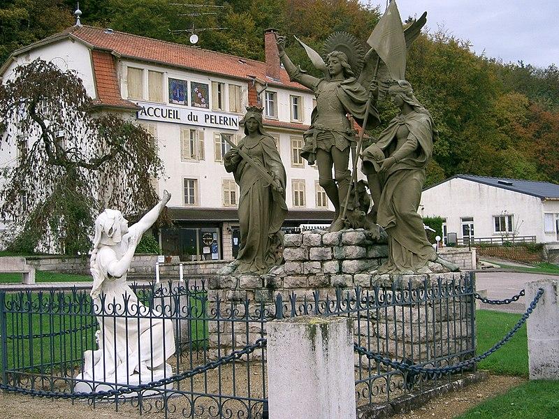 Fichier:Jeanne d'Arc et st Michel....JPG