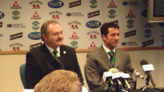 Rod Petrie - Rod Petrie (left) introduces John Collins as Hibs manager at a press conference on 31 October 2006.