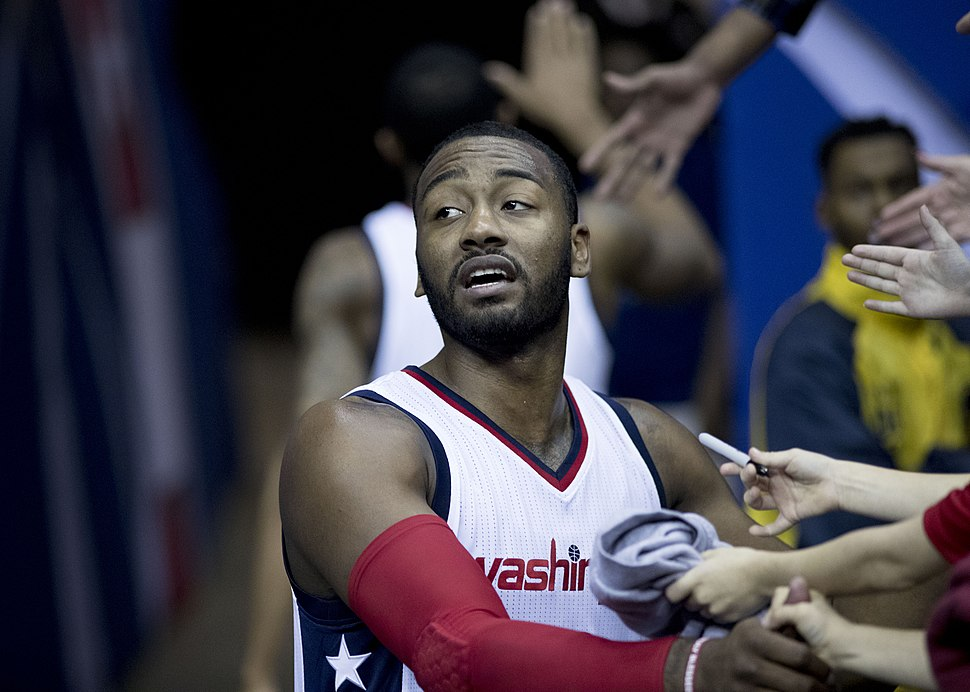 John Wall signs autographs (Hornets at Wizards 12-14-16)
