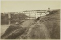 KITLV 19368 - Kassian Céphas - Train on an emergency bridge over the Kali Progo in Yogyakarta after the knock away a pillar - Around 1886.tif