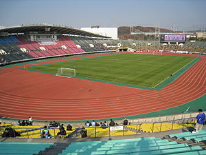 Das Kobe Universiade Memorial Stadium in Kōbe