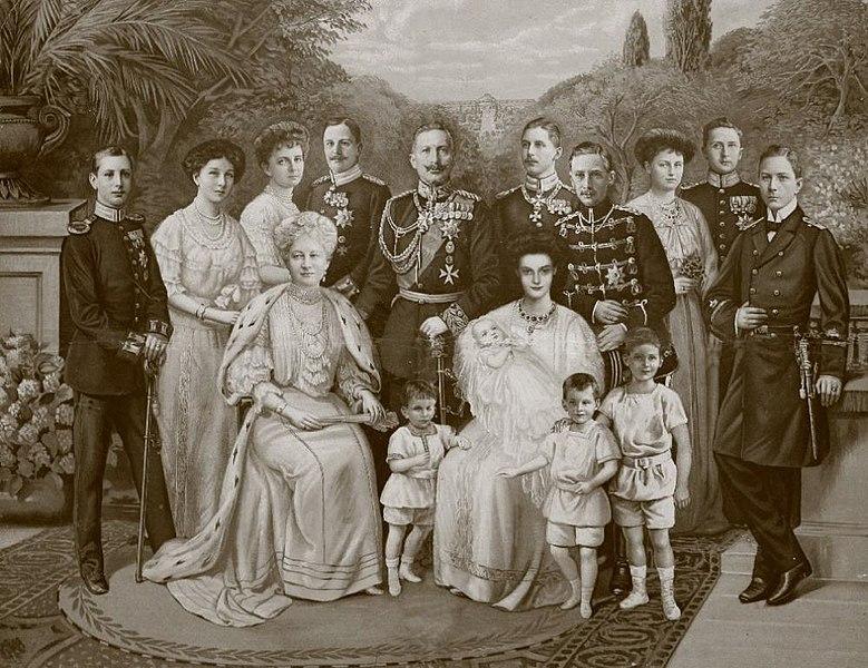 File:Kaiser Wilhelm II Familie main35.jpg