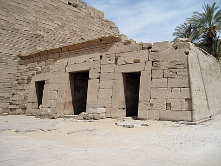A small temple erected by Seti II in the atrium of the temple of Karnak. Karnak Tempel Vorhof 10.jpg