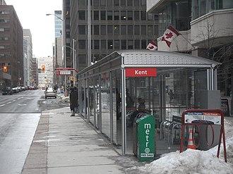 Kent station (Ottawa) - Kent station on Slater Street, for eastbound buses