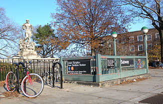 Kew Gardens–13Union Turnpike (IND Queens Boulevard Line)