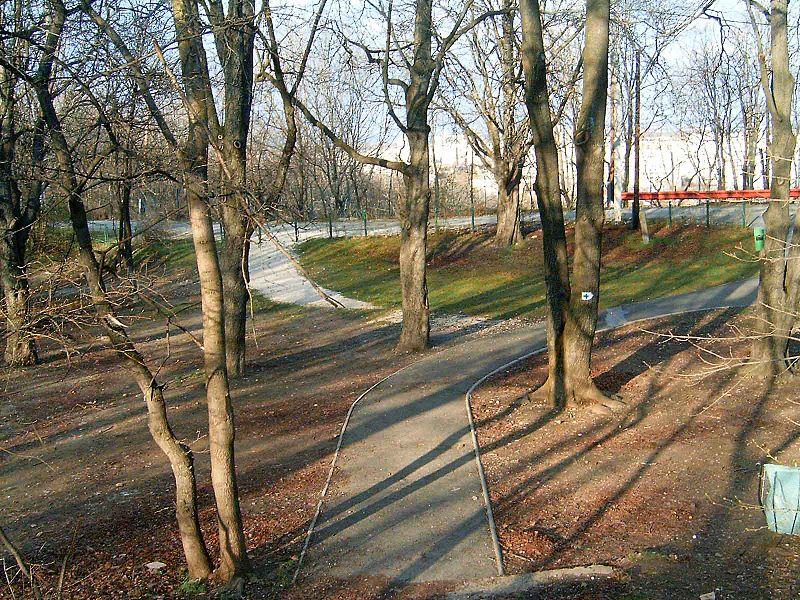 File:Kiscelli kastély (park).jpg