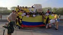 Fil: Kolombiaj studentoj protestas kontraŭ Iván Duque en Tjumeno 02.webm