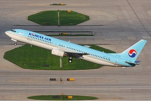 Korean Air Boeing 737-900 Zhu-1.jpg