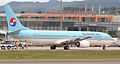 Koreanair-B737-900 take off from hakodate airport 02.jpg