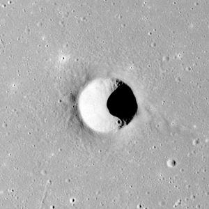 Kuiper (lunar crater) - Image: Kuiper crater AS16 M 2826