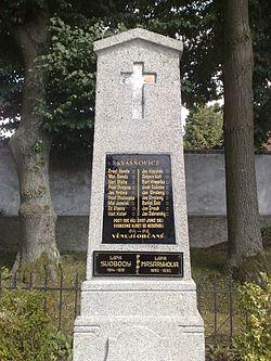 Kvášňovice - památník obětem 1. světové & památné lípy.jpg