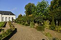 L'allée droite du jardin de l'Orangerie (23028582409).jpg