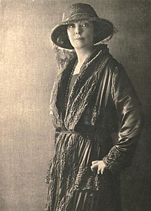 Lady Angela Forbes, by Dorothy Wilding (1921).jpg