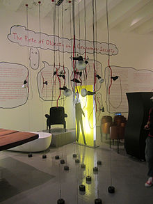 Lampade Parentesi (Compasso d'Oro 1979) esposte al Triennale Design Museum di Milano.