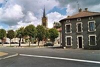 Landres - Place de l'église - 2005.jpg