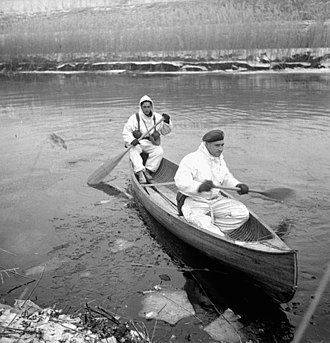 The Lincoln and Welland Regiment - Infantrymen of the Lincoln and Welland Regiment in a canoe, training for the assault on Kapelsche Veer, Netherlands, January 26, 1945