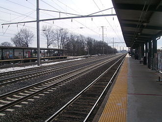 Linden station (NJ Transit) - Linden station facing south towards Rahway.