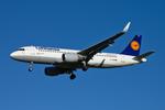Lufthansa Airbus A320-200 D-AIZW (16880274140).png