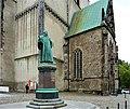 Lutherdenkmal Magdeburg vor St. Johannis.JPG