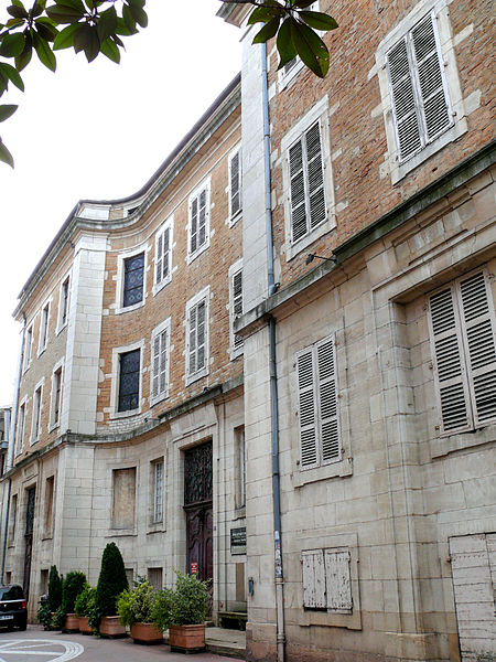 Façade de l'Hospice de la Charité à Macon (Wikipedia)