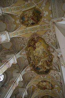 L'interno della Chiesa dello Spirito Santo con gli stucchi degli Asam