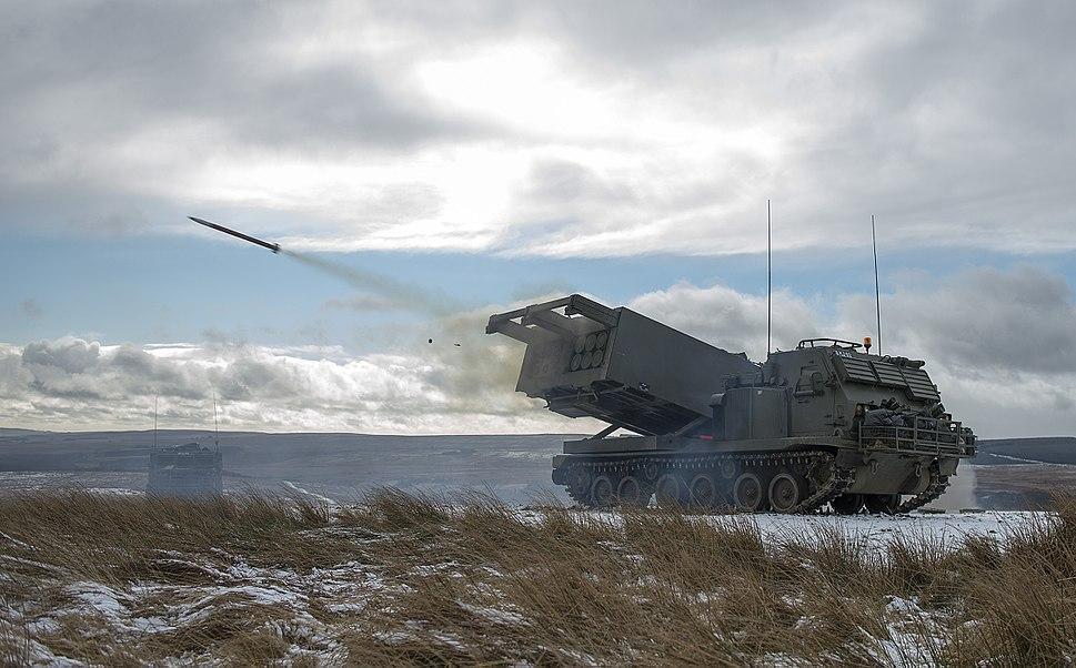 משגר רקטות M270 MLRS של הארטילריה המלכותית הבריטית משגר רקטה ארטילרית