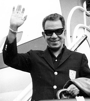 Cantinflas - Disembarking at Madrid's Barajas Airport, 1964