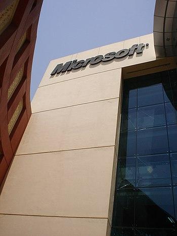 English: Microsoft sign at the entrance of Mic...