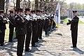 Ministru prezidents Valdis Dombrovskis piedalās svinīgajā vainagu nolikšanas ceremonijā Rīgas Brāļu kapos, atzīmējot Nacisma sagrāves dienu un pieminot Otrajā pasaules karā bojāgājušos (8720264104).jpg