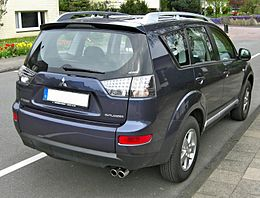 Mitsubishi Outlander Facelift rear.jpg