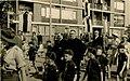 Monseigneur Bekkers, bisschop van 's-Hertogenbosch, samen met pastoor Bardoel op weg naar de inwijdi F23669.jpeg
