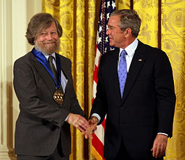 Morten Lauridsen ontvangt de National Medal of Arts uit handen van president George W. Bush in 2007