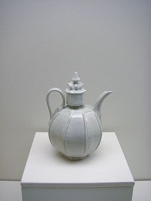 History of the Song dynasty - A porcelain teapot in the Qingbai style, from Jingdezhen, Song dynasty.