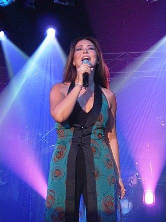 Myriam Hernández - Hernández performing in 2005