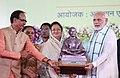 Narendra Modi distributing the Swachh Survekshan Awards, at the inauguration of the urban development projects, in Indore, Madhya Pradesh The Governor of Madhya Pradesh.JPG
