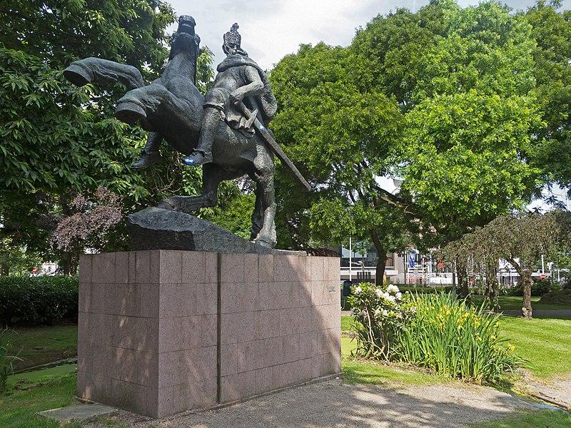 File nijmegen beeld van karel de grote op paard van albert termote op het keizer karelplein - Beeld het meisje van ...
