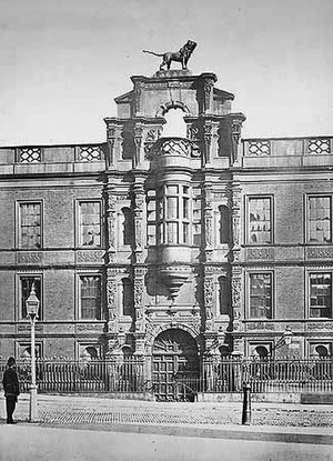 Northumberland Avenue - Northumberland House was built in 1609 and demolished in 1874 to form Northumberland Avenue