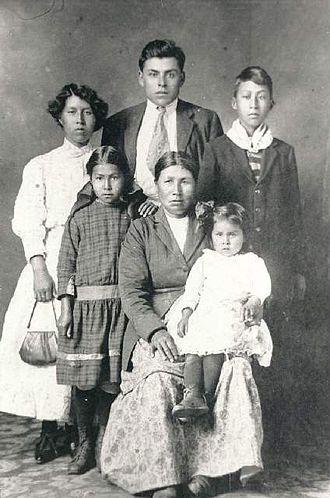 Syilx - Image: Okanagan Family Portrait
