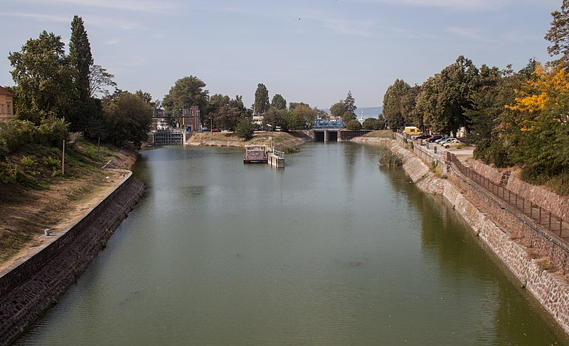 File:Outflow of the Lake Balaton into the Sió river with the sluices.jpg