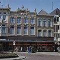 Overzicht van de voorgevel van V&D ( voorheen Magazijn de Zon ) - Deventer - 20384195 - RCE.jpg
