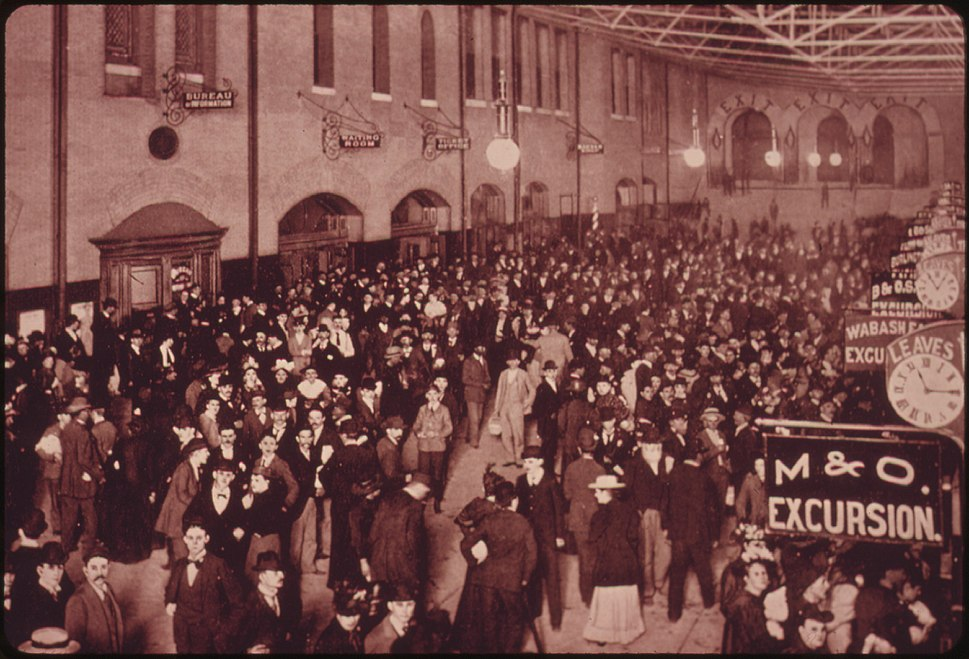 PASSENGERS JAM THE INTERIOR OF THE ST. LOUIS, MISSOURI, UNION STATION IN A COPYRIGHTED PICTURE TAKEN BY B.A. ATWATER... - NARA - 556056