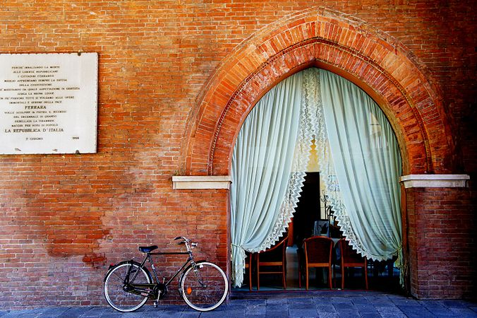 Palazzo Municipale di Ferrara - Volto del Cavallo, particolare.jpg