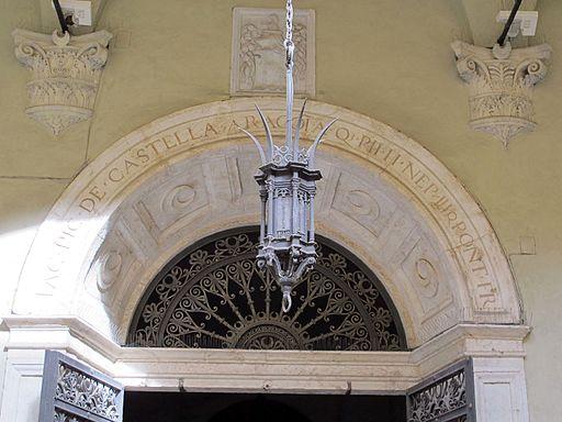 Palazzo piccolomini, siena, cortile 04