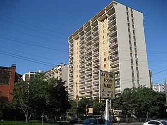 Queen Street (Hamilton, Ontario) - Image: Pannonia Apartment Queen