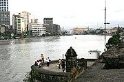 Blick auf den Pasig von Intramuros, im Hintergrund die Jones Bridge und das Postamt