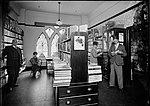 People browsing in a library (St Stephens) (4903288205).jpg