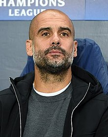 Pep Guardiola, de face, donnant une interview.