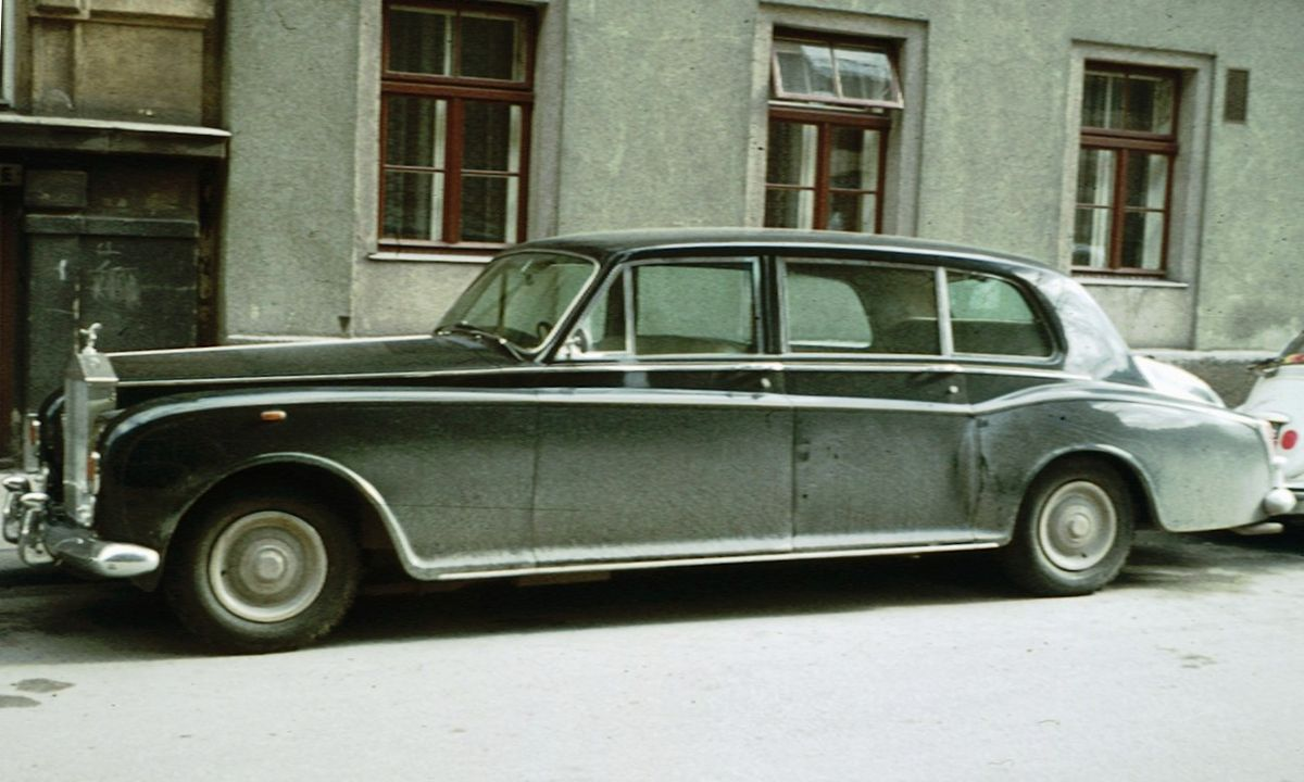 Rolls Royce Limo >> Rolls-Royce Phantom VI - Wikipedia