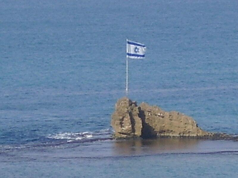 הסלע בחוף בת ים