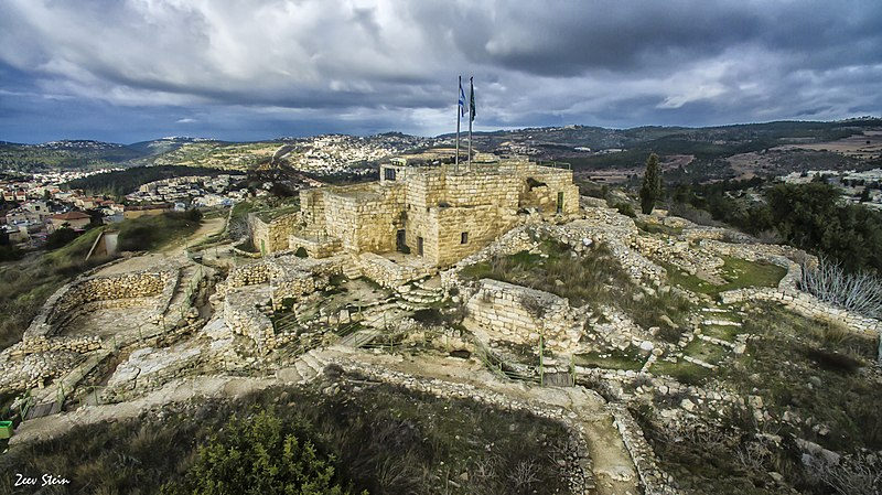 מבצר הקסטל בדרך לירושלים